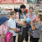 Семья Виктора и Натальи Масловых, а также их дети Александра, Никита, Максим, Яна и Павел приехали в Торговый центр за школьными товарами.
