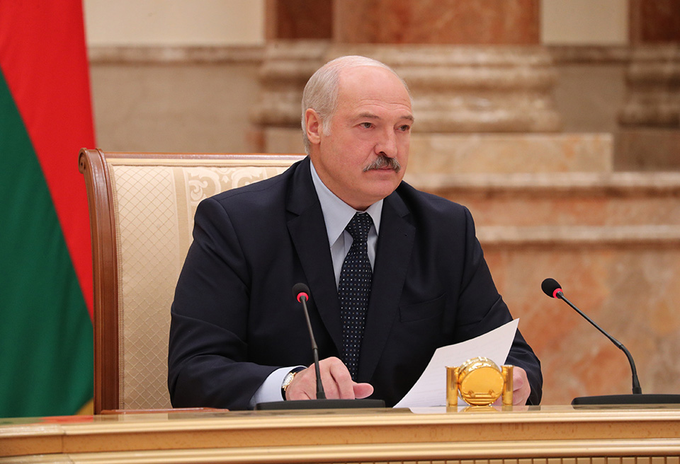 Аляксандр Лукашэнка на нарадзе з праваахоўным блокам.