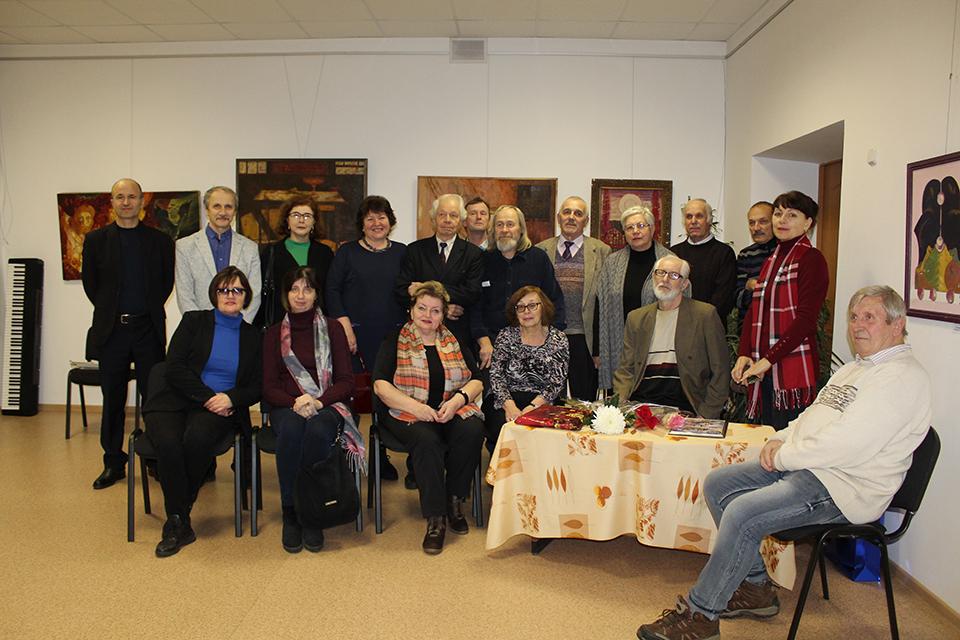 Поздравить юбиляра пришли друзья и коллеги по цеху.