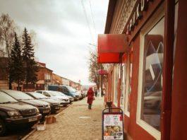 Борисов. Улица 3-го Интернационала возле кафедрального собора в старом городе. Автор фото Виталий Ушев.